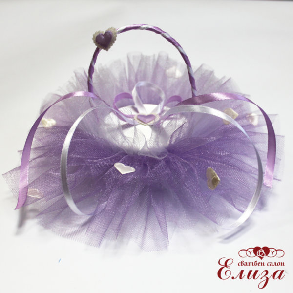 Сватбена кошничка за брачни пръстени в бяло и лилаво